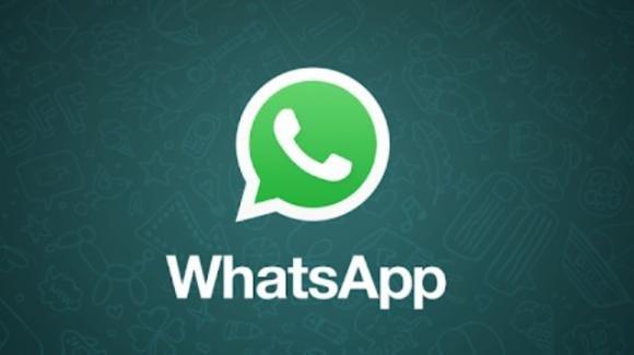 WhatsApp: in beta i progressi per la dark mode e i messaggi autocancellanti
