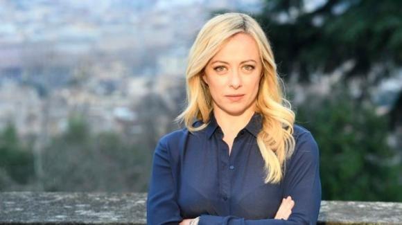 Giorgia Meloni felice per i sondaggi che vedono Fratelli d'Italia in continua crescita