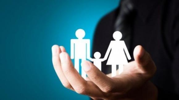 Manovra 2020, l'ipotesi di un assegno da 240 euro al mese per figlio