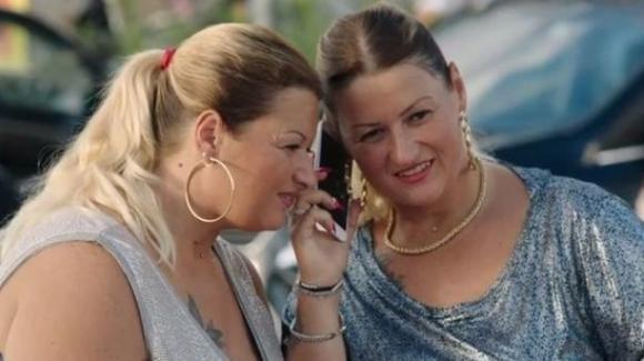 """Roma: le gemelle di """"Come un gatto in tangenziale"""" rubano la carta di credito di una donna anziana"""