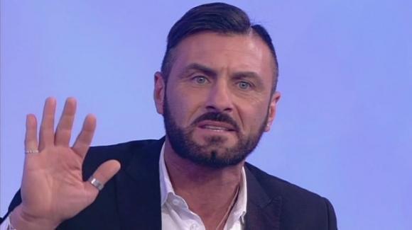 """Sossio Aruta si propone per L'Isola dei Famosi: """"Lo farei gratis"""""""