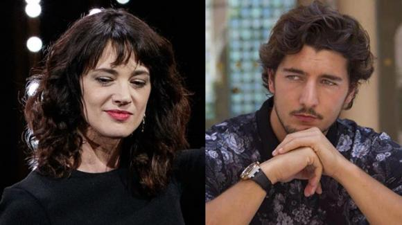 Asia Argento e Andrea Preti, baci e abbracci per le vie di Roma
