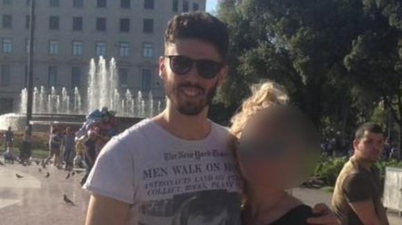 Roma, difende la fidanzata durante una rapina: muore con un proiettile in testa