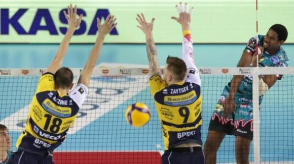 Volley, Finale Supercoppa italiana: Perugia vince 3-2 contro Modena