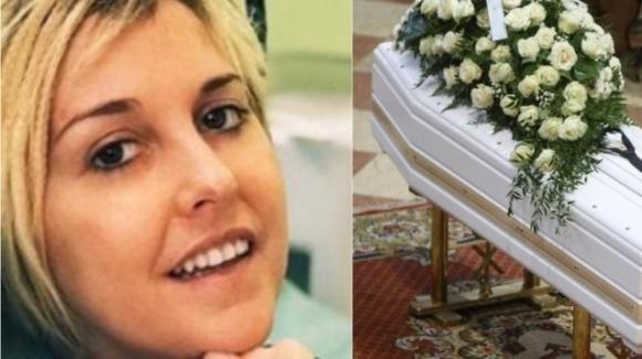 Brescia: un fiore e una preghiera per Nadia Toffa, ma nel cimitero di Vantiniano non c'è la sua tomba