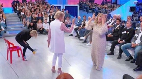 """Uomini e Donne over, Jean Pierre chiude con Gemma: """"Mi stressi"""", poi la dama litiga con Tina"""