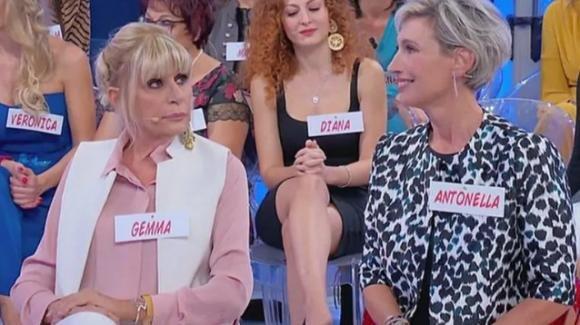 """Uomini e Donne over, l'ironia di Antonella manda fuori di testa Gemma: """"Sei squallida"""""""