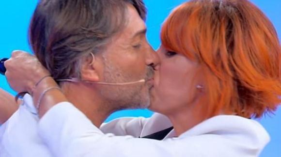 """Uomini e Donne over, tornano Luisa e Salvio. La dolce lettera d'amore: """"Mi hai salvato da un abisso"""""""