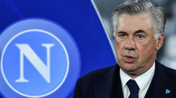 Calcio Napoli: è caos totale nel club azzurro. La squadra è apertamente contro la società