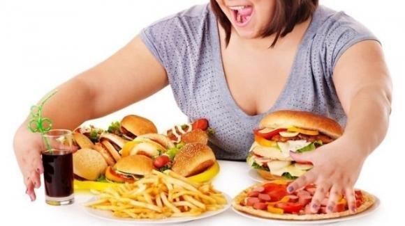 Obesità, il cervello femminile fatica di più a controllarsi