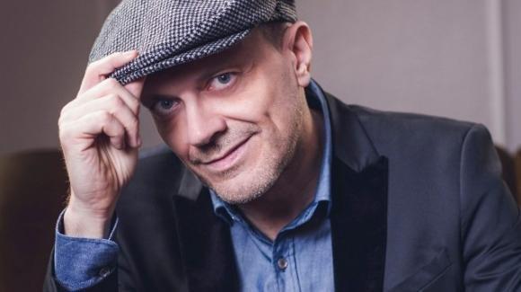 """Max Pezzali parla del suo nuovo singolo su Roma: """"Non posso fare a meno di questa città"""""""