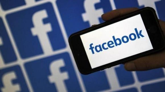 Facebook: Breaking news estese, bug iOS risolto, account falsi out