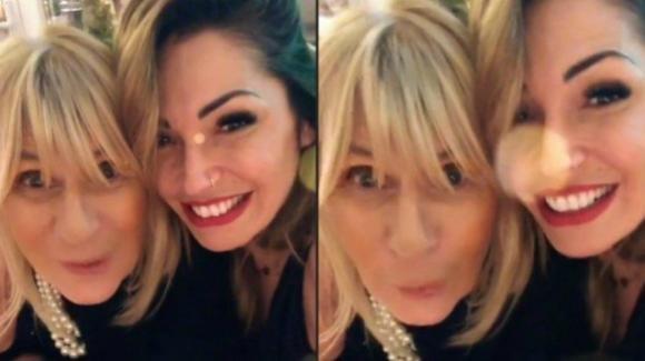 Uomini e Donne over, Ida Platano emoziona con la dedica per Gemma: la Galgani risponde