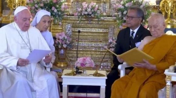 Thailandia: Papa Francesco invita i leader religiosi ad abbandonare la logica dell'insularità