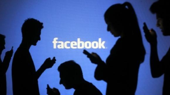 Facebook: test per Messenger Desktop, Storie su Dating, promo Black Friday e non solo