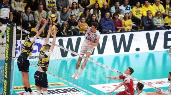 Superlega volley: Leo Shoes Modena batte Itas Trentino 3-1