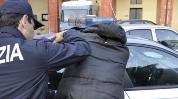 Firenze, tenta di dare fuoco alla moglie cospargendola di alcol: arrestato