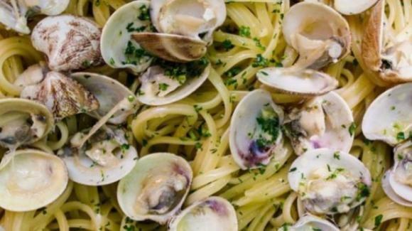 Maltempo, vongole spiaggiate: a rischio gli spaghetti per Natale