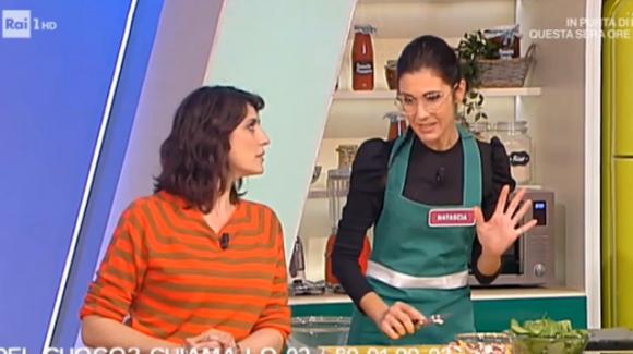 """La Prova del Cuoco, concorrente ringrazia il marito: """"Mi ha permesso di venire"""". Sul web esplode la polemica"""
