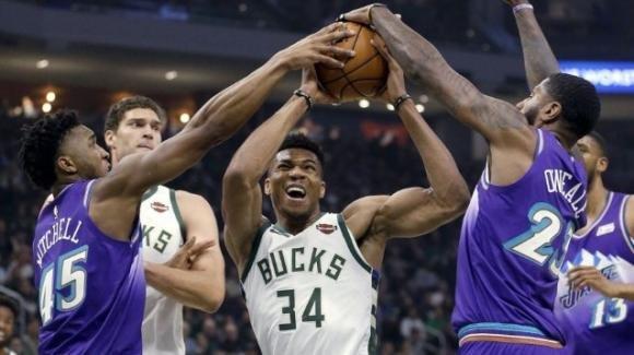 NBA, 25 novembre 2019: Antetokounmpo super ed i Bucks stendono i Jazz, i Raptors superano i 76ers