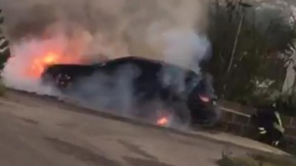 Specchia-Presicce: auto prende fuoco durante la corsa