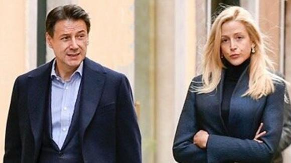 Il premier Conte in pubblico con la compagna dopo la presunta crisi
