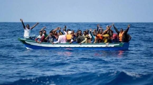 Lecce: salvati 56 migranti, tra cui cinque bambini e una donna