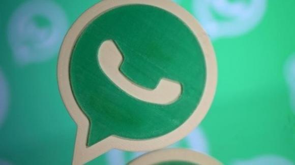 WhatsApp: in beta ulteriori avanzamenti verso la dark mode