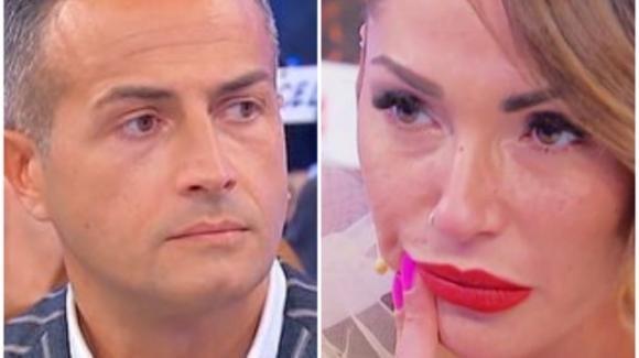 """Uomini e Donne over, Maria De Filippi commenta la storia tra Ida e Riccardo: """"E' imbarazzante!"""", poi il colpo di scena"""