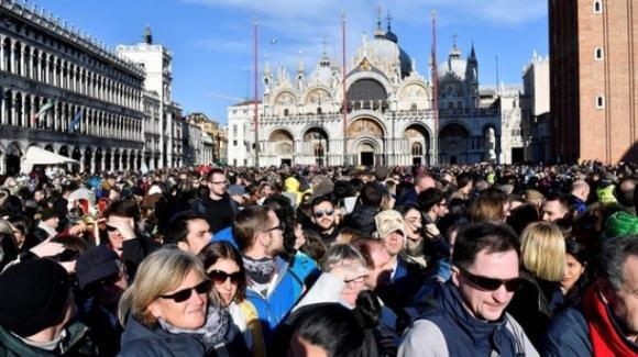 Venezia: tassa di sbarco per i turisti, ma non sarà la stessa tutti i giorni