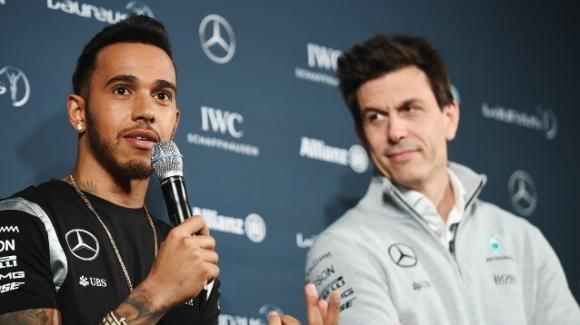 Eddie Jordan è sicuro: Lewis Hamilton andrà in Ferrari nel 2021 insieme a Toto Wolff