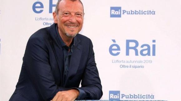 Festival di Sanremo, Amadeus conferma Tiziano Ferro e risponde alle ultime polemiche