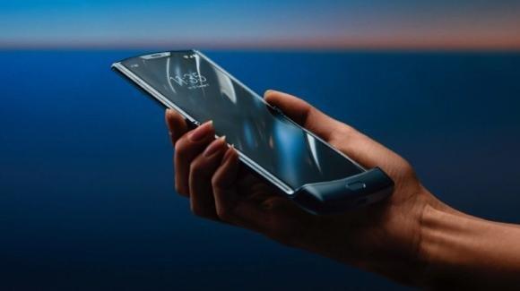 Motorola Razr è in ritardo (seppur di poco), complice l'enorme domanda inattesa