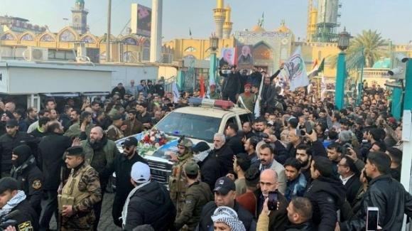 La salma di Soleimani torna in Iran e viene accolta da una numerosa folla in più località dello Stato