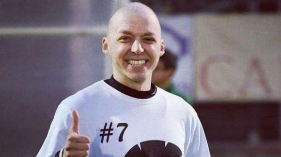 """""""Sono stanco, andrò in coma farmacologico"""", il messaggio del calciatore malato di cancro"""