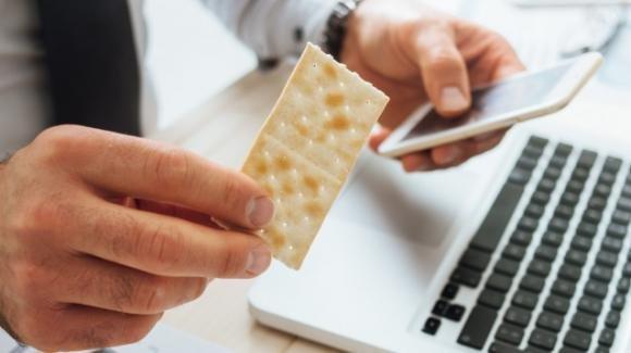 Mangiare cracker ogni giorno può diventare un'abitudine molto dannosa per la salute