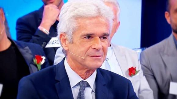 """Uomini e Donne over, Jean Pierre e il mazzo di fiori dello scandalo. La Cipollari: """"Sei inaffidabile"""""""