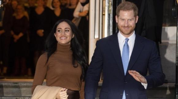 Bufera a Buckingham Palace: Harry e Meghan abbandonano la Royal Family