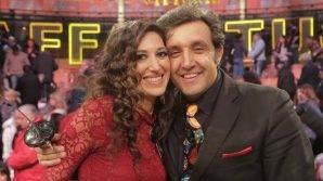 """Flavio Insinna e la fidanzata Adriana Riccio: l'amore nato ad """"Affari tuoi"""""""