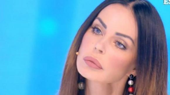 """Domenica Live, Nina Moric al vetriolo contro Luigi Favoloso: """"Violento con me e Carlos"""""""