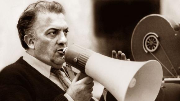 Il maestro Fellini ricordato via francobollo a 100 anni dalla nascita