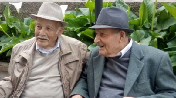 Nonno Egidio e nonno Paris, gemelli, tagliano insieme il traguardo dei 100 anni