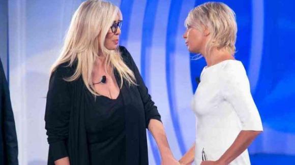 "C'è Posta per Te, Mara Venier rivela l'immensa bontà di Maria De Filippi: ""Paga lei i regali"""