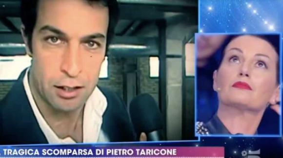 """""""Live  – Non è la D'Urso"""", la conduttrice ricorda Pietro Taricone: la reazione di Cristina Plevani"""
