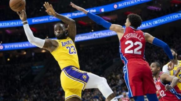 NBA, 25 gennaio 2020: LeBron passa Kobe per punti in carriera, ma i 76ers battono i Lakers