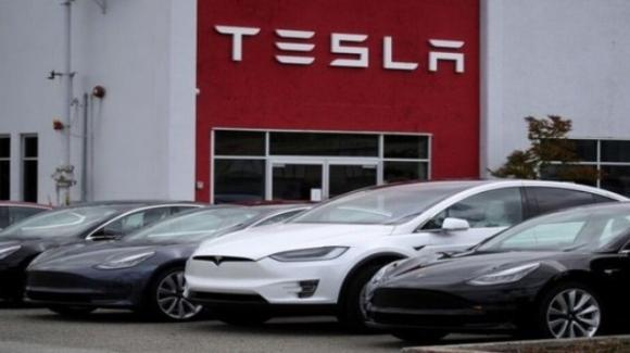 Tesla: superati i 100 miliardi di capitalizzazione