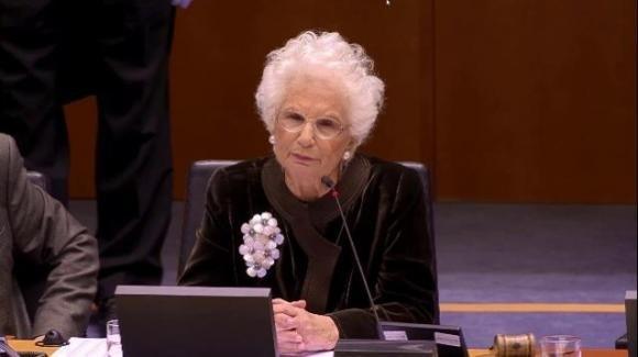 Liliana Segre emoziona il Parlamento europeo parlando contro il razzismo