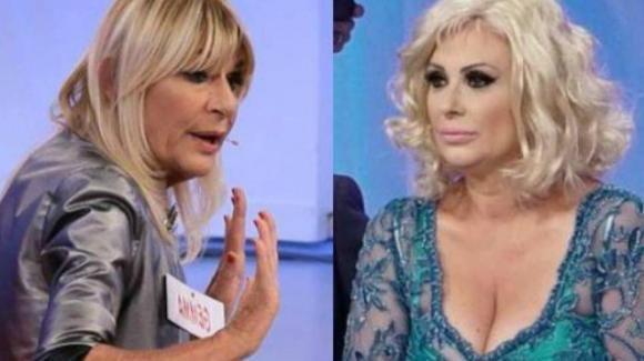 """Uomini e Donne, nuovo attacco di Tina contro Gemma: """"Cerchi solo un uomo con cui sollazzarti la sera"""""""
