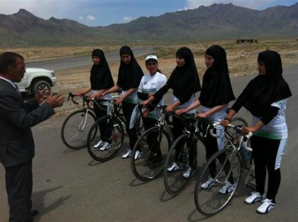 """Olimpiadi di Tokyo, distrutte le bici della Nazionale afgana: """"Siete donne, per voi niente Giochi"""""""