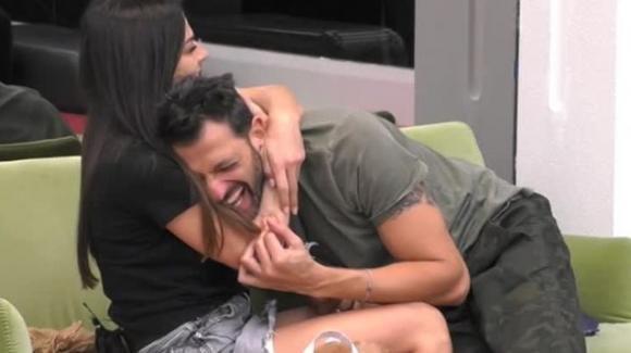 GF Vip: notte di passione tra Pago e Serena, il Grande Fratello censura le immagini